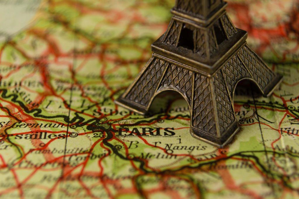 9 to 5 Wanderlust Eiffel Tower