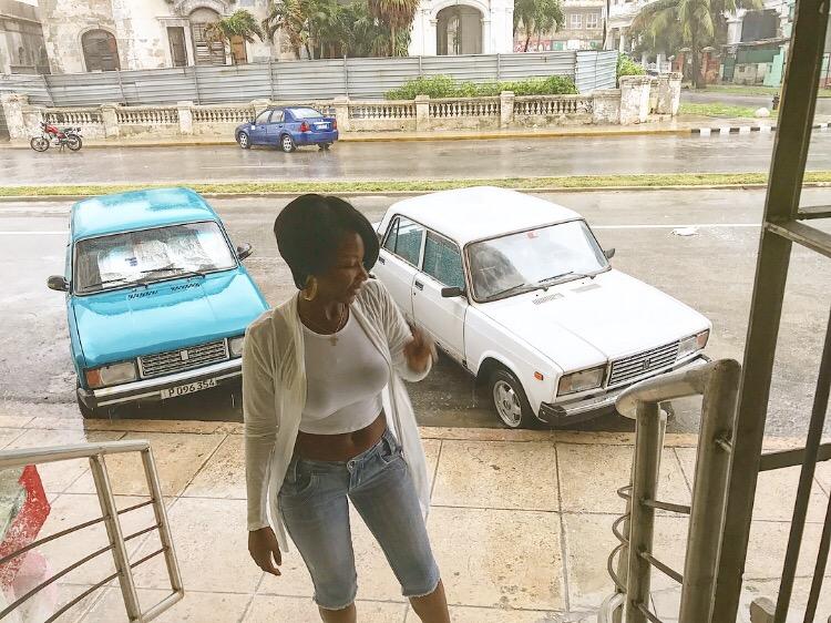 Bella Wanders Cuba